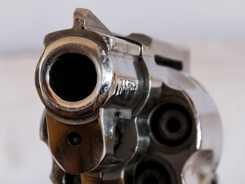 Неизвестный застрелил москвича в квартире и скрылся