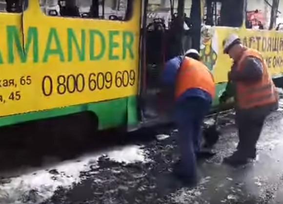 Впожаре водесском трамвае пострадали два человека,— милиция