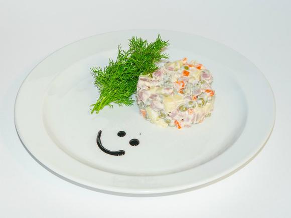 Росстат оценил минимальный семейный набор продуктов для новогоднего стола в1 954 рубля