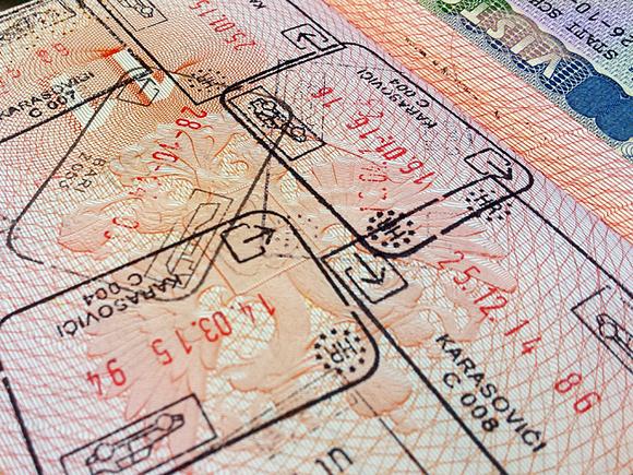 МВД предлагает поднять пошлину зазагранпаспорт до5 тыс. руб.