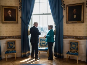 "Фото с сайта <a href=""http://www.bundeskanzlerin.de"">канцлера ФРГ</a>"