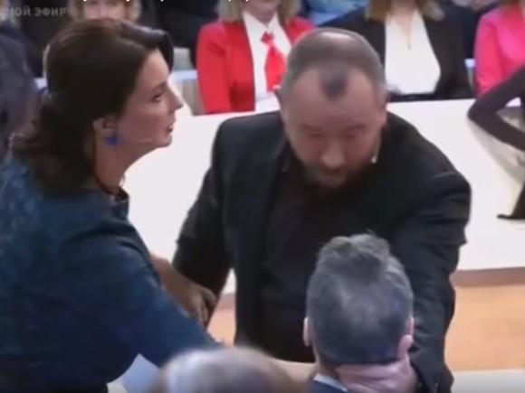Стебя тоже флаг сниму: Американский репортер на«Первом канале» спровоцировал ведущего