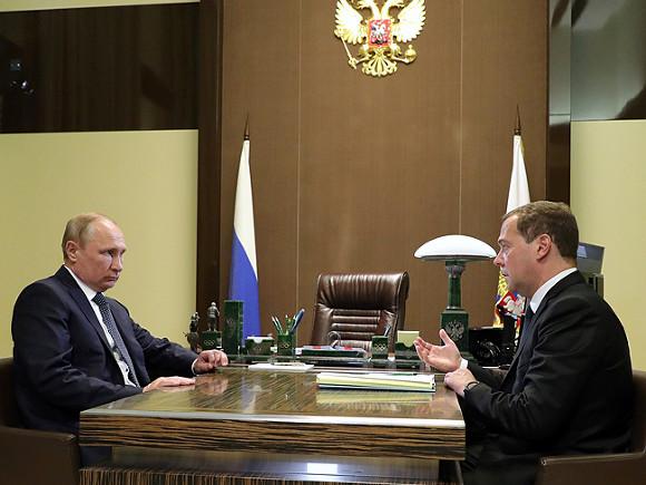 Песков поведал, когда начнётся встреча В.Путина иМедведева посоставу кабмина