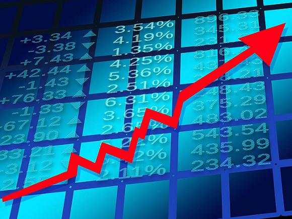 Торги на российском рынке акций проходят в плюсе