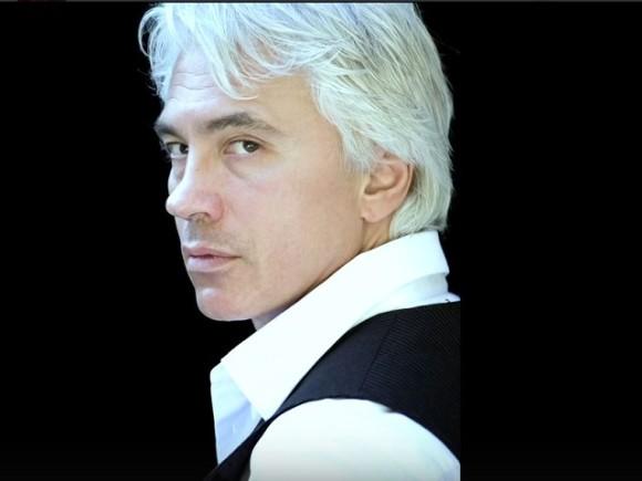 В Москве сотни человек пришли проститься с оперным певцом Дмитрием Хворостовским