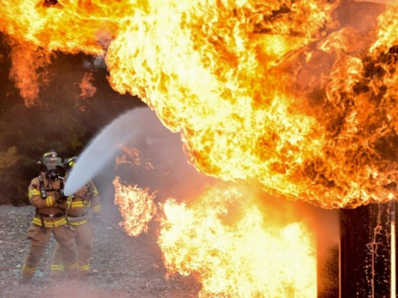Два человека заживо сгорели в дачном домике в Оренбурге