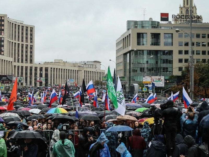 СМИ: Субботний митинг в Москве собрал 50 тысяч участников, задержаны б