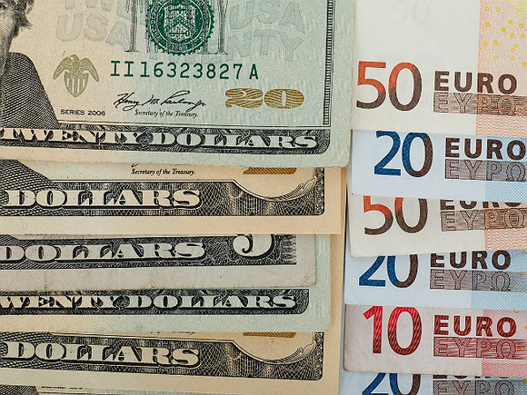 ЦБ РФ слегка повысил официальные курсы доллара и евро