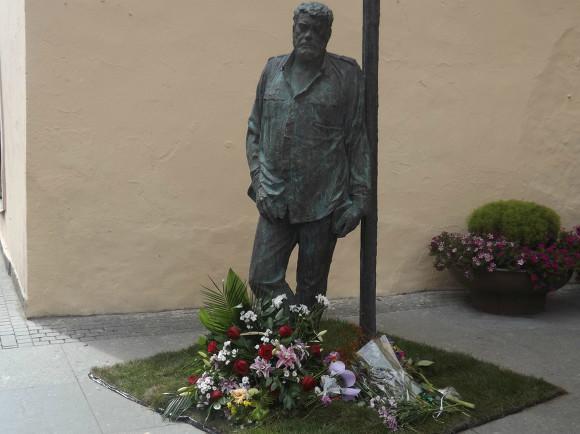 Монумент Сергею Довлатову установили в северной столице
