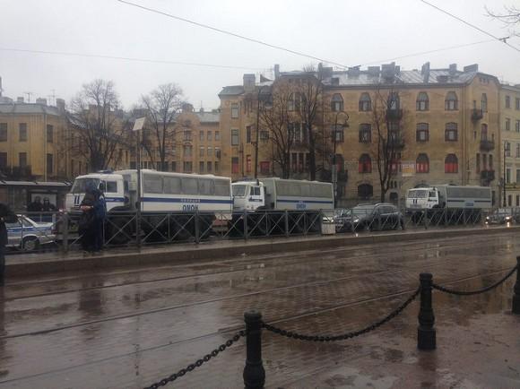 ВПетербурге наакции «Надоел» задержаны 50 человек