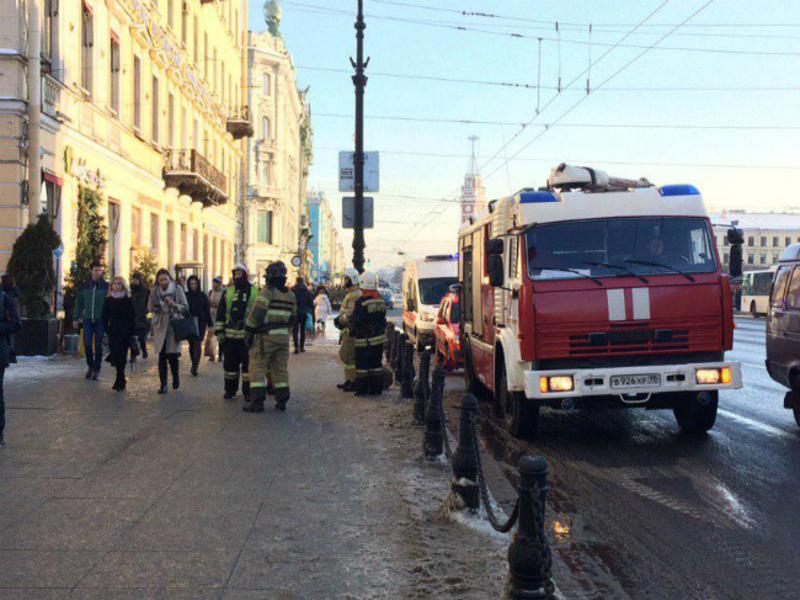 Неизвестные «заминировали» более 40 торговых комплексов Петербурга и п