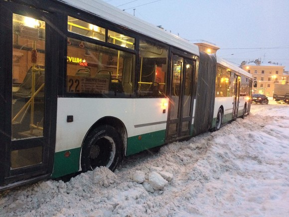 Петербург вновь встал вмногокилометровых пробках