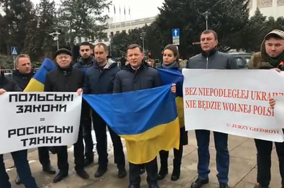 Фракция Ляшко начала пикет усейма Польши из-за антибандеровского закона