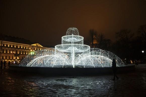 ВДень Победы наМосковском проспекте иплощади Ленина заработают фонтаны