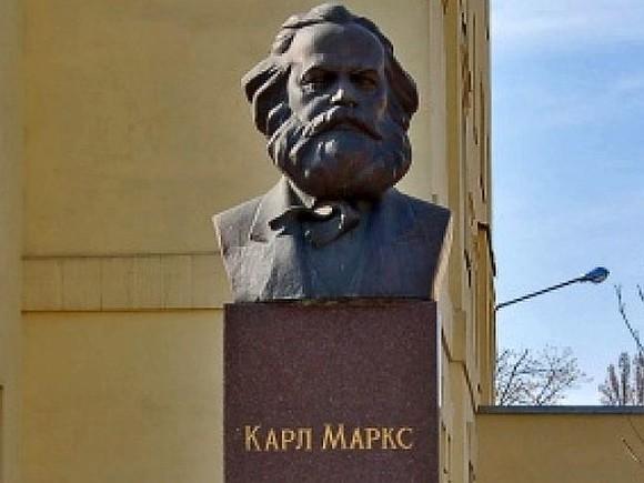 «Рошен» просят снести монумент Марксу вКиеве