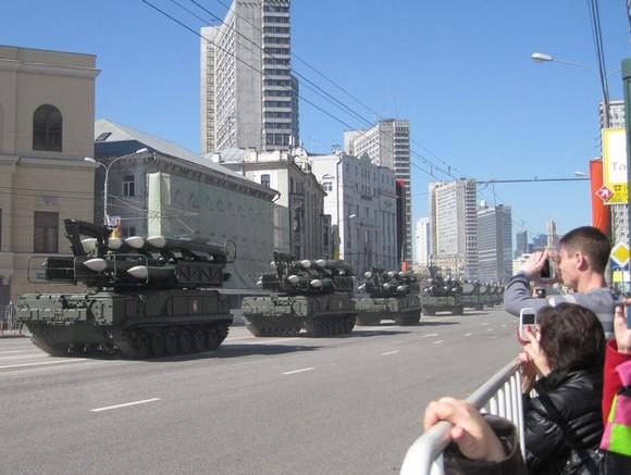 Первая вечерняя тренировка Парада Победы пройдет в российской столице
