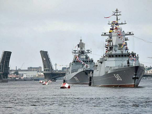 Салют вчесть Дня ВМФ РФ прошел вПетербурге