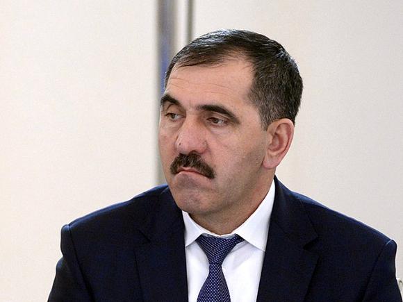 Пикетчики, собравшиеся у здания администрации президента в Москве, потребовали отставки Евкурова