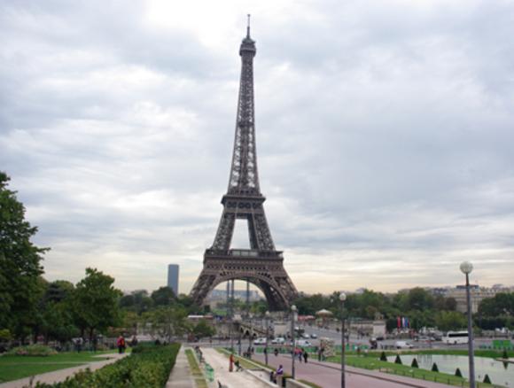 В Париже из-за лондонского теракта отключат подсветку Эйфелевой башни