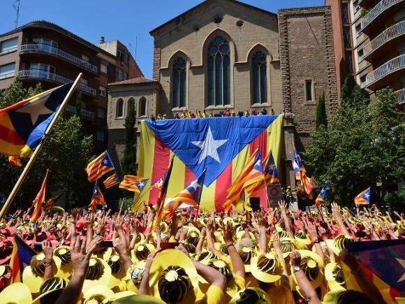 Оппозиция объявила всеобщую забастовку— Референдум вКаталонии