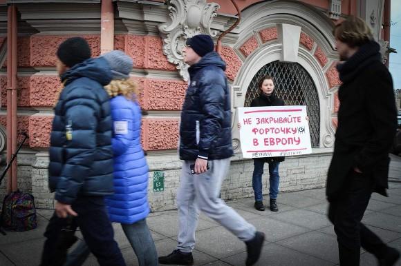 ВПетербурге и российской столице  прошли одиночные пикеты вподдержку Европейского университета