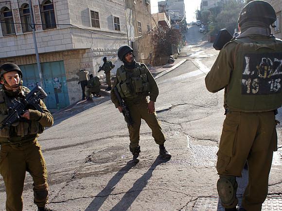 Девять палестинцев пострадали в столкновениях с израильскими военными в секторе Газа