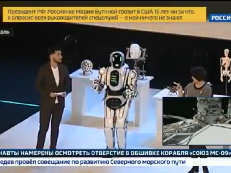 «Россия 24» рассказала о самом современном роботе Борисе. Оказалось, что это переодетый человек