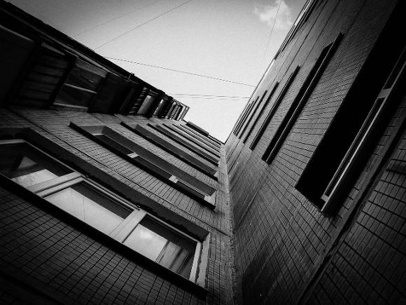 В Томске врачи спасли выпавшую из окна 10-го этажа девочку