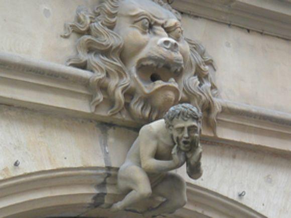 ЗакС принял впервом чтении льготы инвесторам, реставрирующим здания-памятники