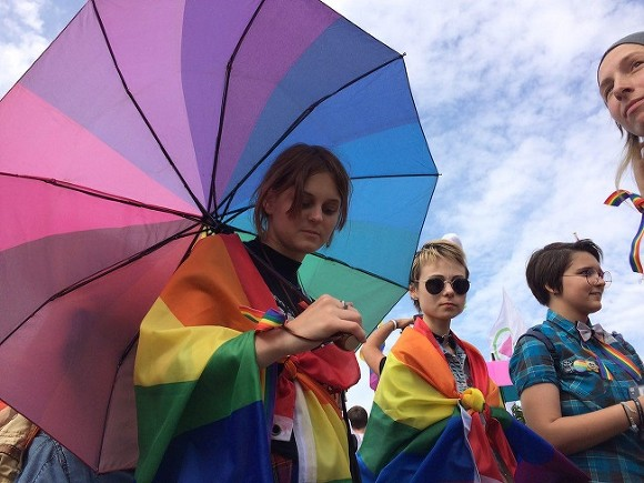 Неизвестные два раза  разбрызгали перцовый газ влица ЛГБТ-активистов и репортеров