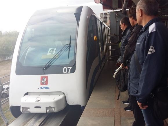 Движение поездов намонорельсе вМоскве остановлено потехническим причинам