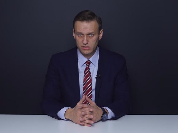 В Томске и Иркутске коммунальщиков призывают именем Навального на снегу