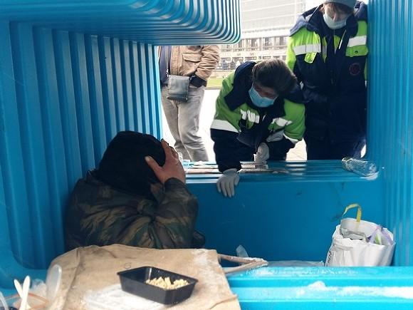 ВПетербурге открыли пункты обогрева ипитания для бездомных