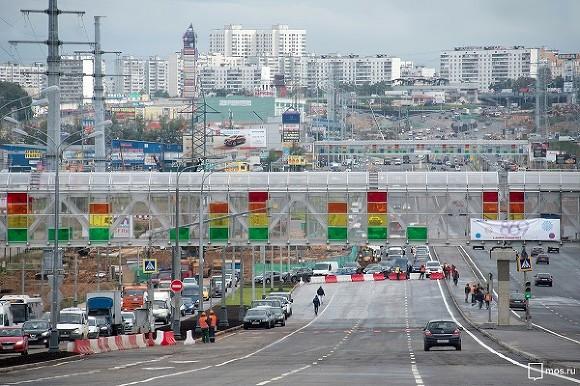 Ландшафтная подсветка украсила заезд в столицу России наКаширском шоссе