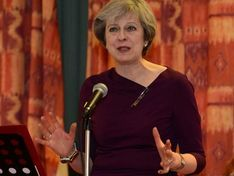 Тереза Мэй покинула саммит ЕС по Brexit, не сказав ни слова прессе