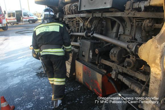 Бензовоз протаранил мост вПодмосковье, шофёр  умер