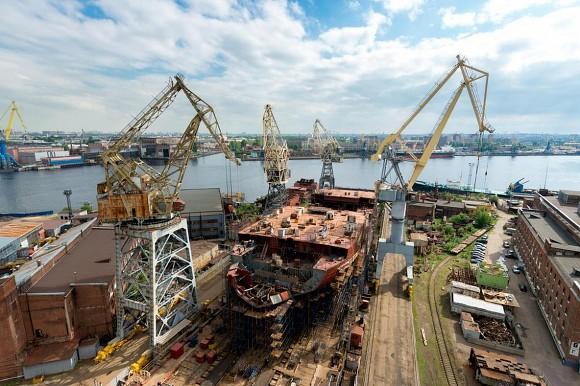 Ледокол-гигант спустили наводу вПетербурге