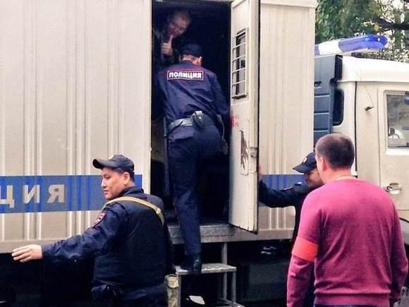 В столицеРФ впроцессе народного схода милиция задержала более 50-ти человек
