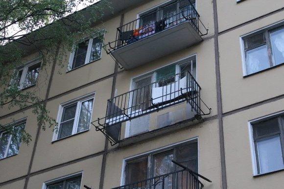 Четырехлетняя девочка упала с8 этажа вБратске