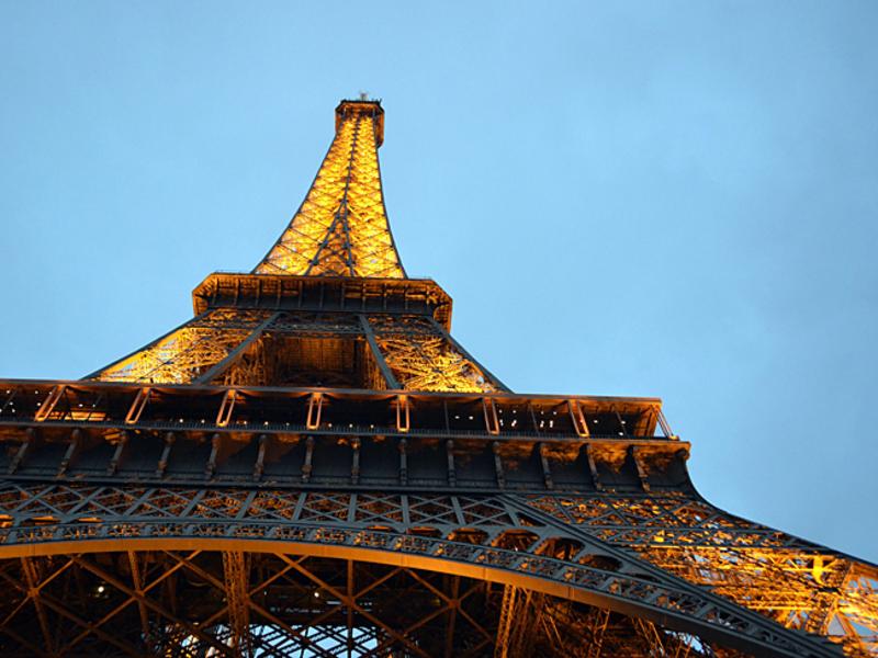 В центре Парижа прогремел сильный взрыв (фото)