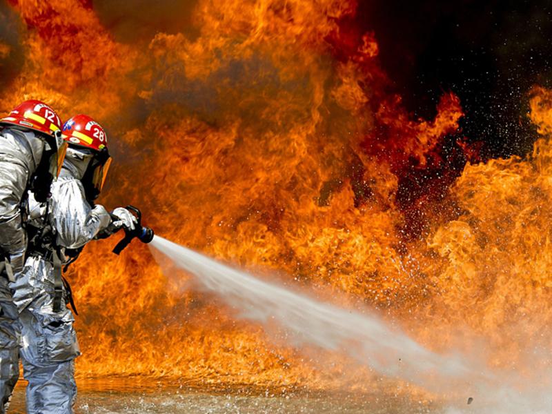 В Волгограде при пожаре в частном доме заживо сгорели два человека