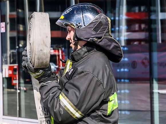 Cотрудники экстренных служб эвакуировали из-за пожара 30 жильцов дома наулице Кржижановского