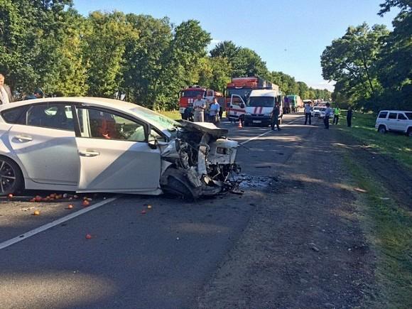 Натрассе Москва— Крым микроавтобус протаранил три автомобиля, пострадали 10 человек