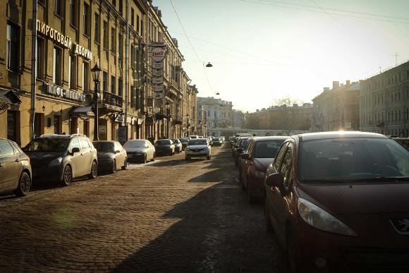 Петербургские народные избранники хотят поднять штрафы занеправильную стоянку транспорта