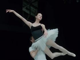 Стоп-кадр из фильма «Большой» Валерия Тодоровского