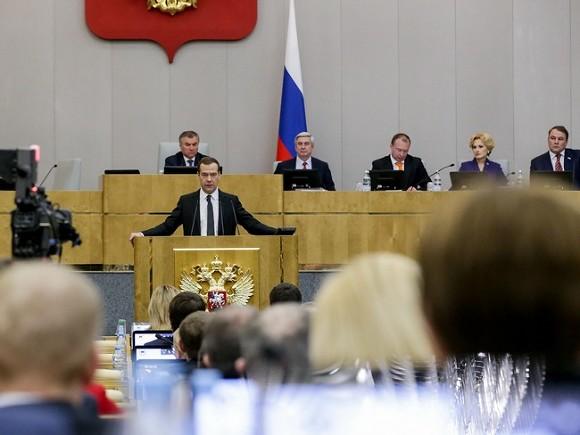 Медведев установил задачу министру финансов снизить зависимость экономики отцены нанефть
