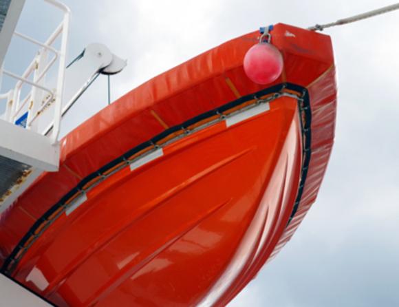 Вдамбу наДунае врезалось пассажирское судно, которым управлял нетрезвый капитан