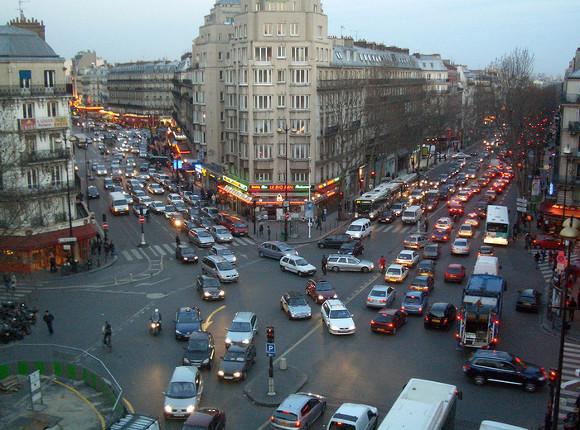 Милиция применила слезоточивый газ наманифестациях встолице франции