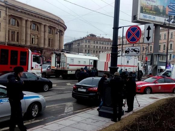 Трехдневный траур после взрыва вметро начался вПетербурге