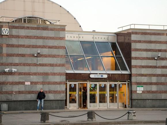 Станцию метро «Парнас» открыли для пассажиров спустя час